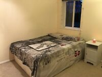 Isle of Dogs: Large Cosy Room 4 mins Walk DLR Mudchute