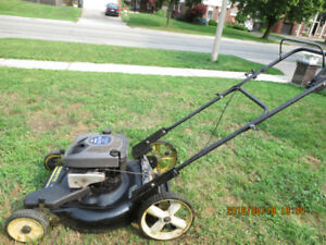 """22"""" self-propelled 6.75 HP Briggs and Stratton  gas Lawn Mover"""