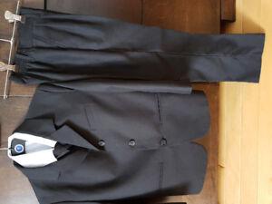 Boys suit size 7/ Habit pour garcon taille 7