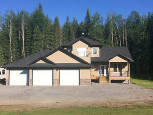 Executive home Available September 1st  - 5 mins to Edson