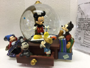 Mickey Mouse Snow Globe Music Box - Perfect Condition