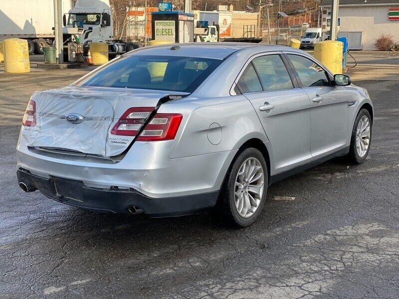 Image 5 Salvaged Ford Taurus 2017