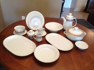 56 Pieces Fine Bone China Set of Dishes