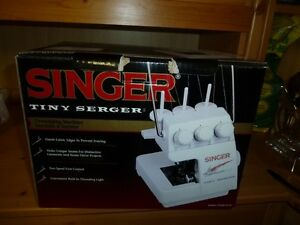 Singer Tiny Serger Comox / Courtenay / Cumberland Comox Valley Area image 1