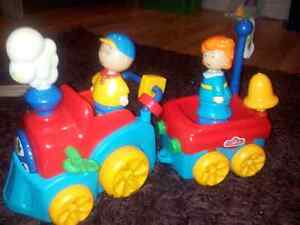 Petit train de Caillou et Mousseline