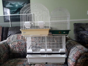 3 cages d oiseaux de grosseurs differentes