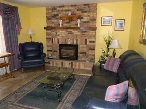 Beautiful Goderich 4 Bedroom 3 Bathroom Home Large Family Room Stratford Kitchener Area image 6