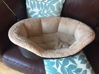 Medium dogs bed with snug n cosy liner