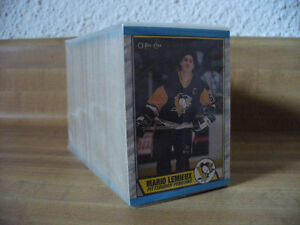 1989-90 OPC HOCKEY CARD SET (SAKIC RC)