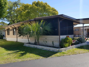 Double wide trailer in Lakeland Florida seniors park for sale.