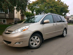 2009 Toyota Sienna LE - 8 seats - low kms