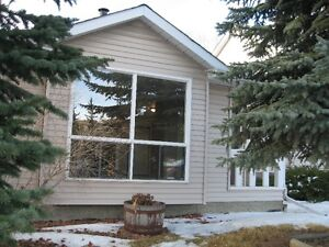 BEAUTIFUL!!! 2 bdrms on 2 levels home! DISCOUNT FOR SINGLE!!