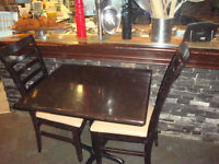 EARLS ONLINE AUCTION TABLES, CHAIRS, BOOTHS, BOOTHES