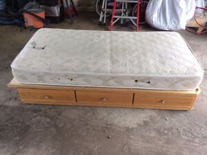 Single Kids Bed Spare Bed with drawers