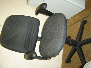 Used office chairs , reception chairs also executive chairs Regina Regina Area image 8