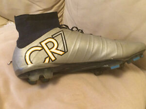CR7 soccer cleats US: 12