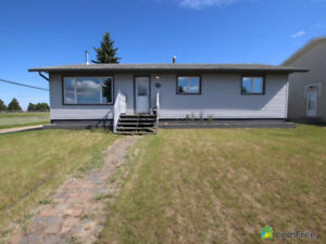 5 Bedroom House for Sale in Stony Plain. Comfree #807015