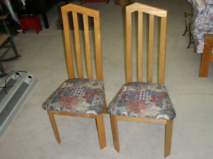 Chaises en frêne / Solid hardwood chairs