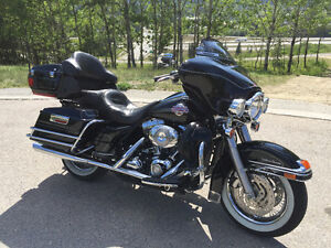 2007 Electra Glide Ultra Classic / Pinstripe Edition / very clea