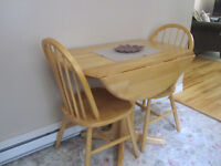 Gorgeous Rubberwood Fold down table and chair set