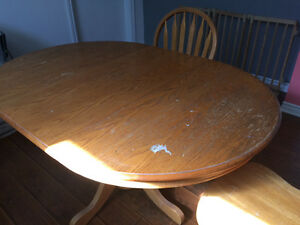 Oak pedestal table with 4 Windsor back chairs West Island Greater Montréal image 3