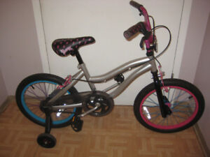 great 18'' bike with training wheels a gift for 7-9 year old