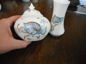Small Ceramic Vase and Potpourri Pot with Lid Kitchener / Waterloo Kitchener Area image 2