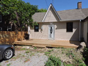 3 Bed, Semi Detached House for Rent - Steps to Dupont/Osler