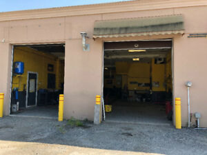 Two Bay Shop for  rent