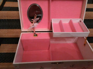 coffre à bijoux musical ballerine  Ballerina Musical Jewelry Box