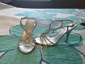Size 6 Aldo heel