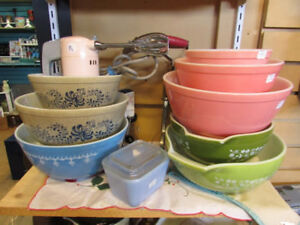 SELECTION OF PYREX