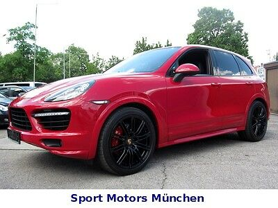 porsche cayenne benziner gebrauchtwagen in rot und jahreswagen. Black Bedroom Furniture Sets. Home Design Ideas