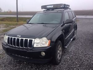 2005 Jeep Grand Cherokee limited AWD 5.7 Hemi.    4x4 FULL