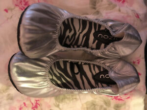 Silver ballet slippers / Chaussons ballet argent (argentes)