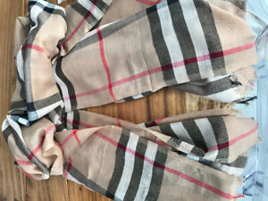 75df8001c3b Foulard Burberry authentique