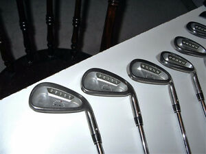 RIGHT HANDED GOLF CLUB SET Cambridge Kitchener Area image 4