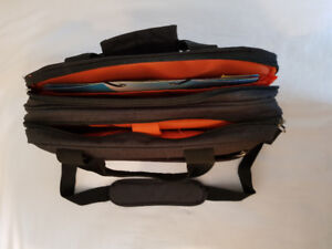 Briefcase 6 compartments like new!