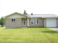 Nice bungalow for rent! open concept! Available