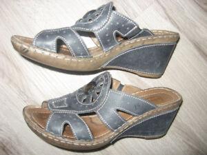 Josef Siebel Leather Wedge Sandals   Size 6