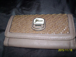 GUESS Wallet (Havre Boucher)