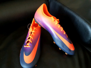 New Nike soccer cleats - size 13