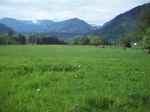 Prime fenced 10 acre parcel, only minutes west of Hope, easy fre