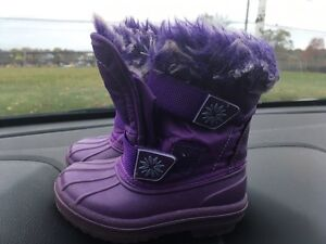 Girls  size 5/6 winter boots . 10$