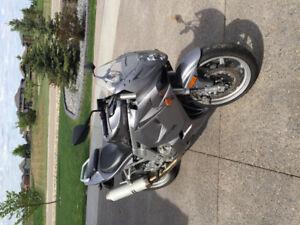 2007 Hyosung GT650R motorcycle - MEDICINE HAT AB