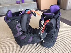 Brand new Women's Burton Heated Boots