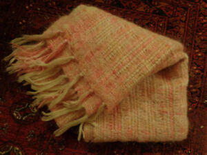 WOOLEN BLANKET / THROW