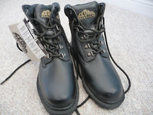 Brand New Black Cedar Ridge Boots - Size 3