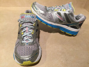 Women's New Balance 860 V4 Abzorb Running Shoes Size 11 London Ontario image 5