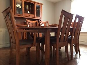 Dining Set!  Table with 6 chairs and hutch